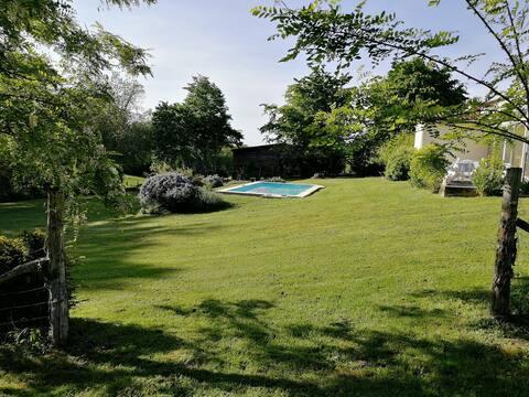 Havre de paix - piscine, barbecues - duo de gites