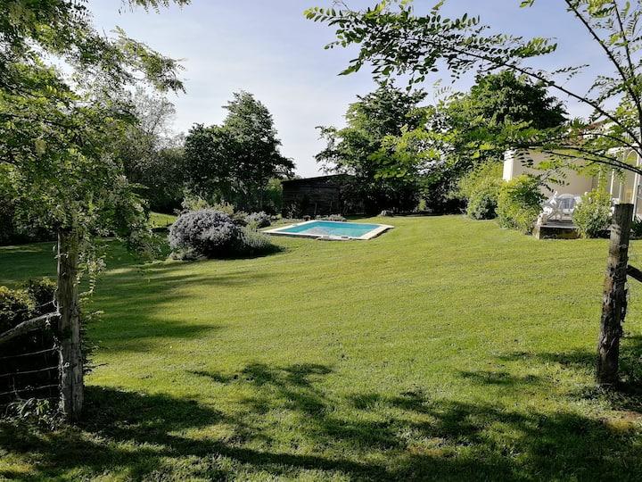 Havre de paix - piscine, barbecue, jeux - Gite duo