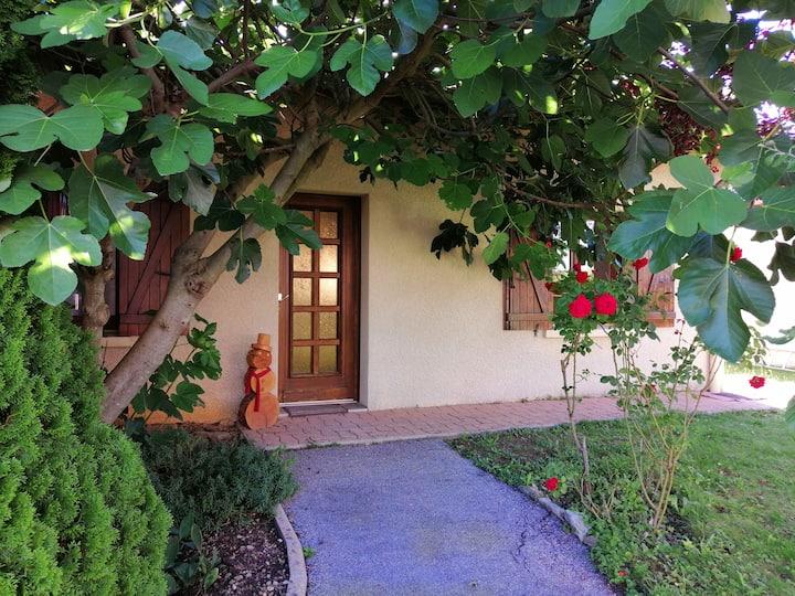 Grande maison rénovée,3 ch,calme,10min gare Bourg