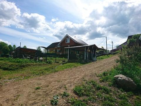 Загородный дом на берегу речки