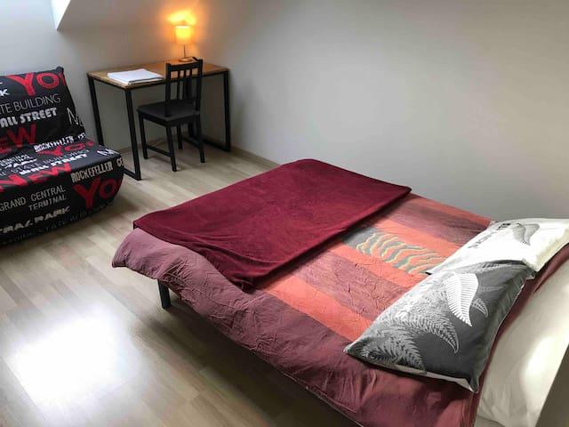 Chambre à l'étage dans jolie maison 15mn de Nantes