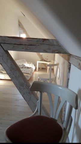 Gästezimmer im Pfarrhaus im Grünen auf einem Hof - Bad Schmiedeberg - Huis