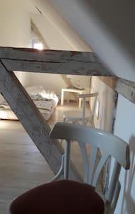 Gästezimmer im Pfarrhaus im Grünen auf einem Hof - Bad Schmiedeberg - Hus