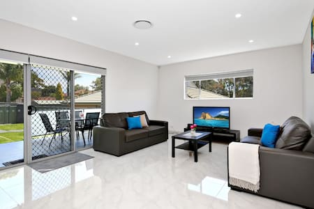 VILLA HYDRAE 96A SYDNEY - Modern & Great Location - Revesby - Talo