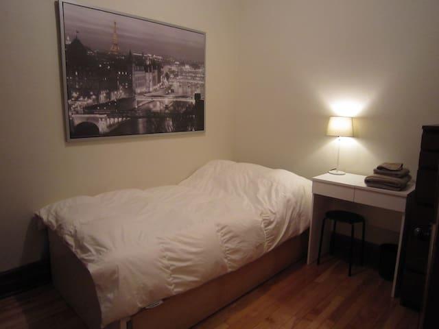 Belle chambre aménagée - Montréal - Flat