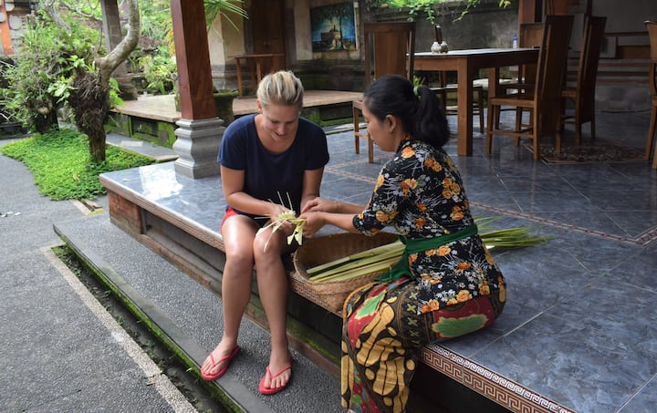 learn how to make balinese offering