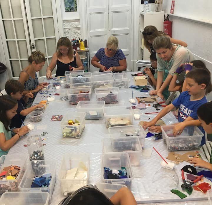 Mosaic class for children and families