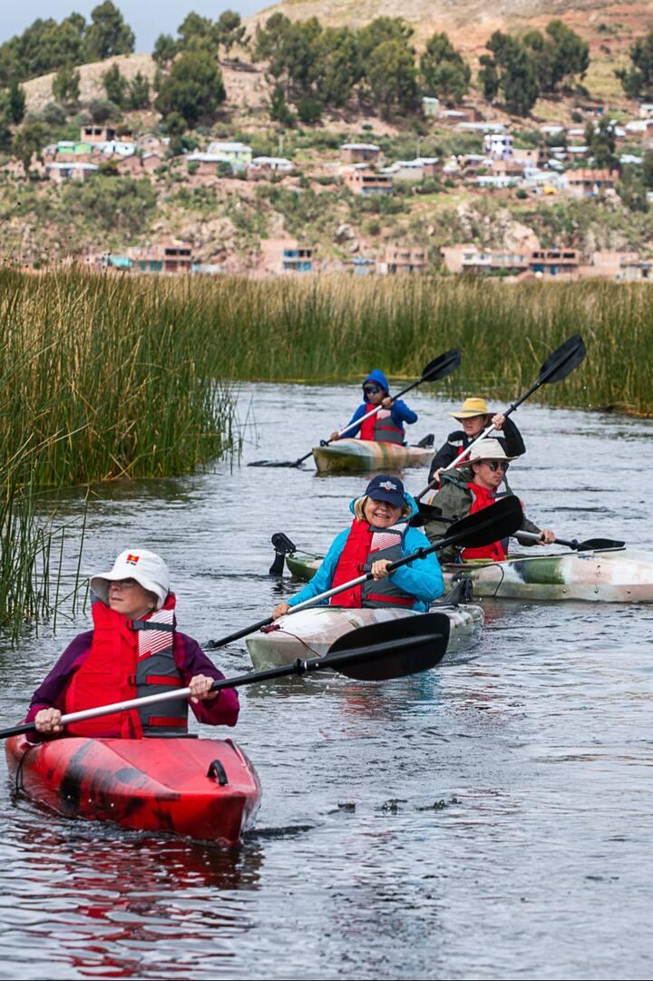 Kayakeando a través de los totorales