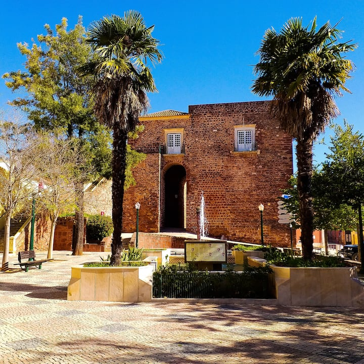 Square in Silves