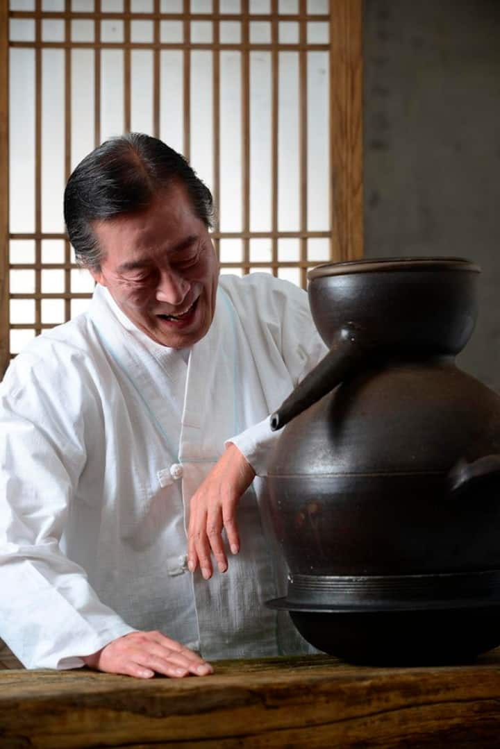 Master, Taeksang, makes craft rice wines