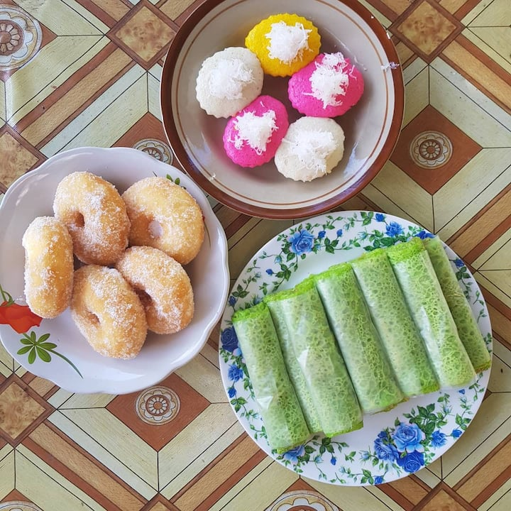 Kueh or tapas to be consumed