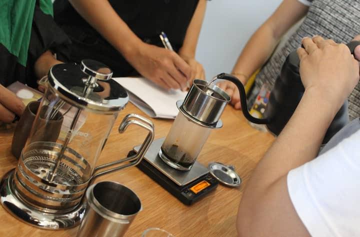 Making Cà phê đen - Black coffee