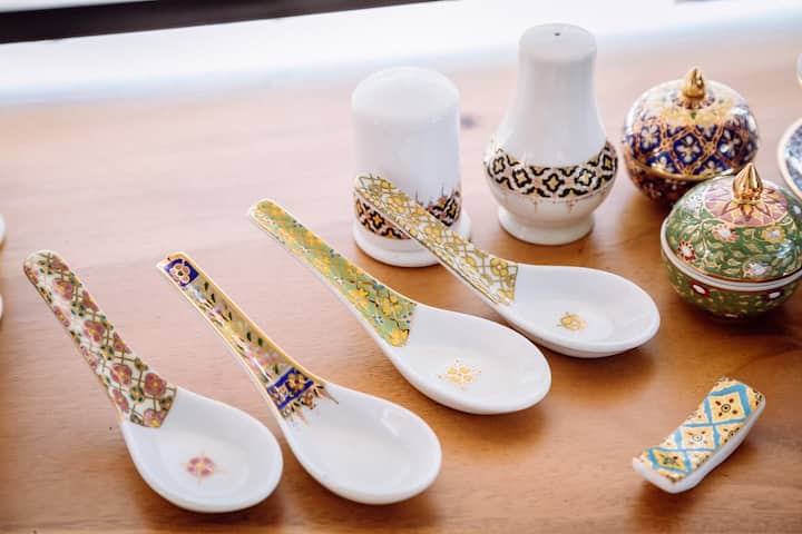 """Thai art of ceramic painting. Drawing by""""Gold"""""""