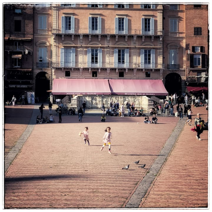 People Watching Piazza Del Campo Siena