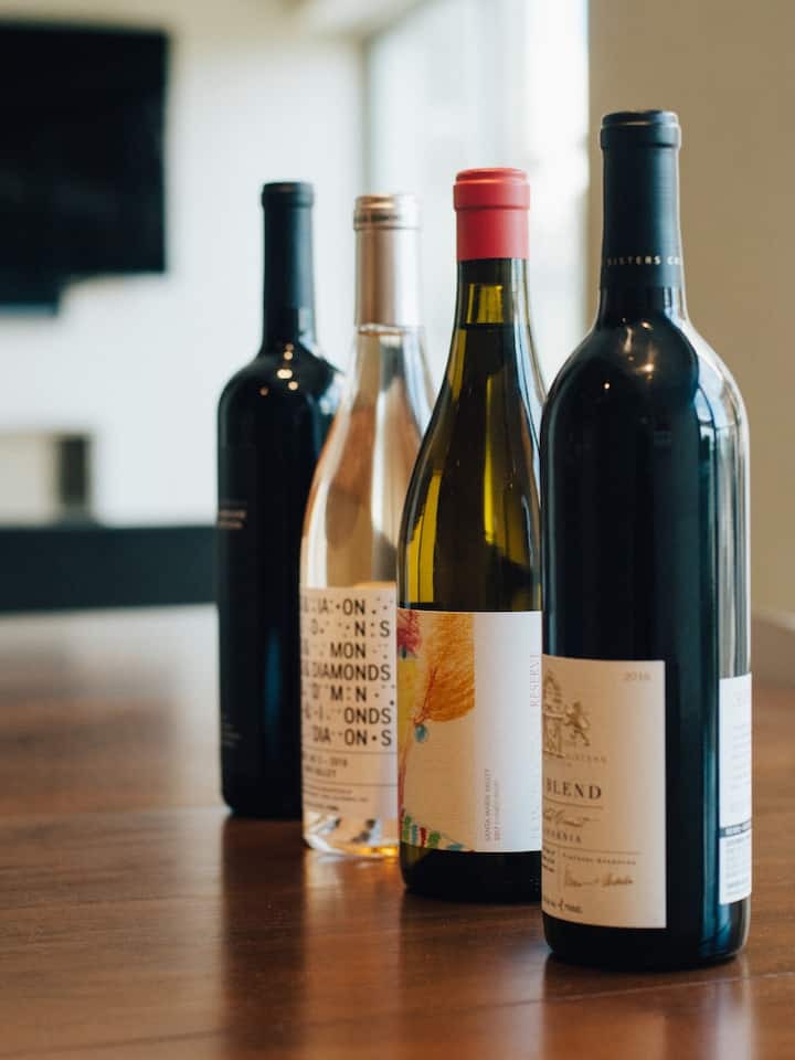 A curated selection of 4 wines to taste.