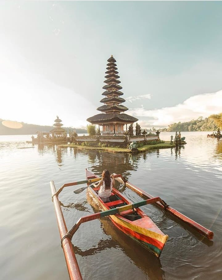Temple Lake Beratan