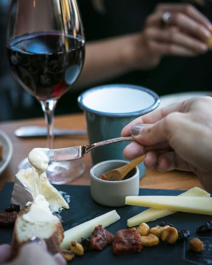 Taste and learn about artisan cheese!