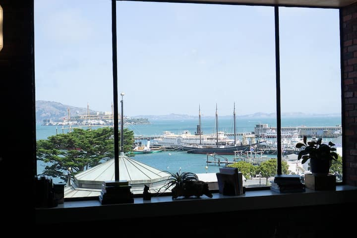 Gorgeous views of the Bay and Alcatraz!