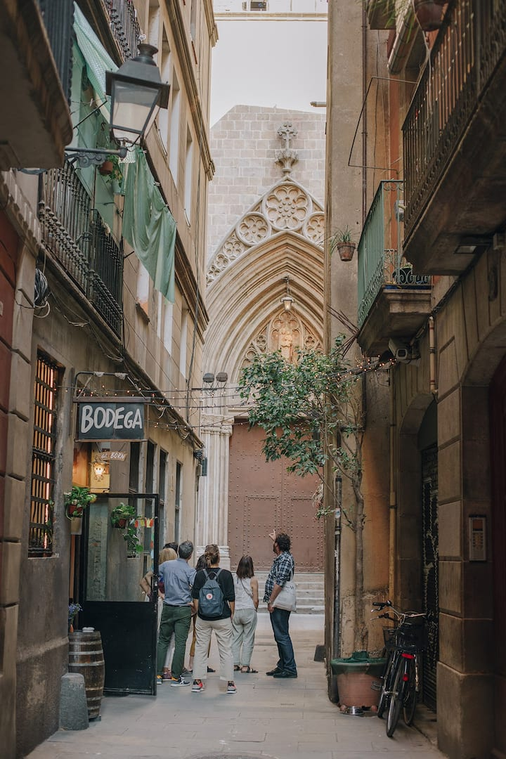 The narrow streets of El Born neighbourh
