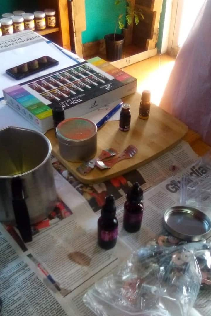 Essential oil, Color and Flower