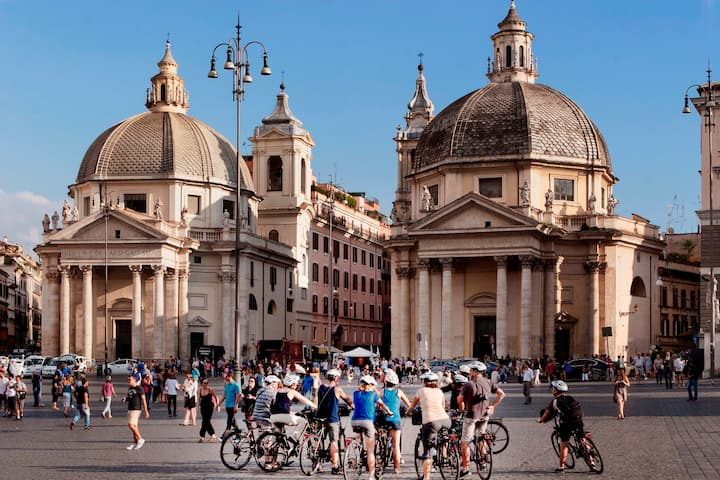 A view of the stately Piazza del Popolo