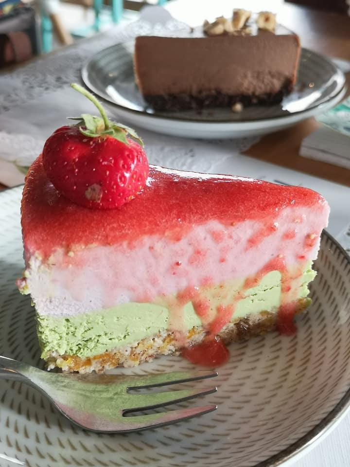 raw cheesecake strawberry matcha