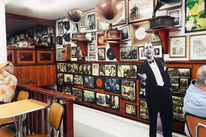 Café sabor a tango, servido hace 60 años