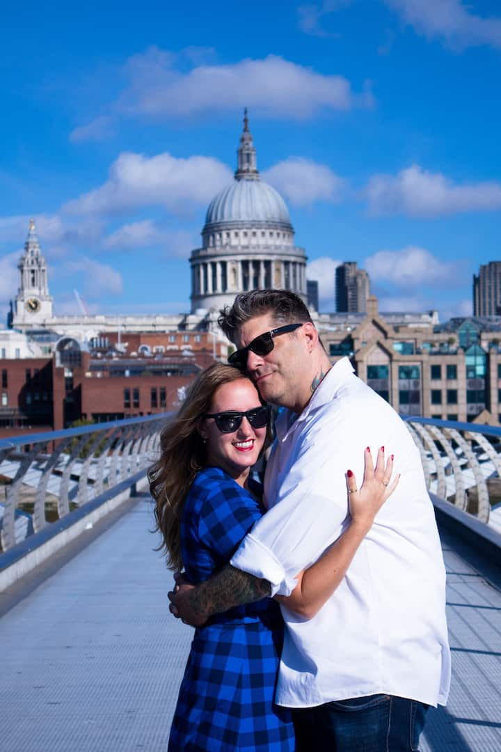 Couple in Millennium Bridge