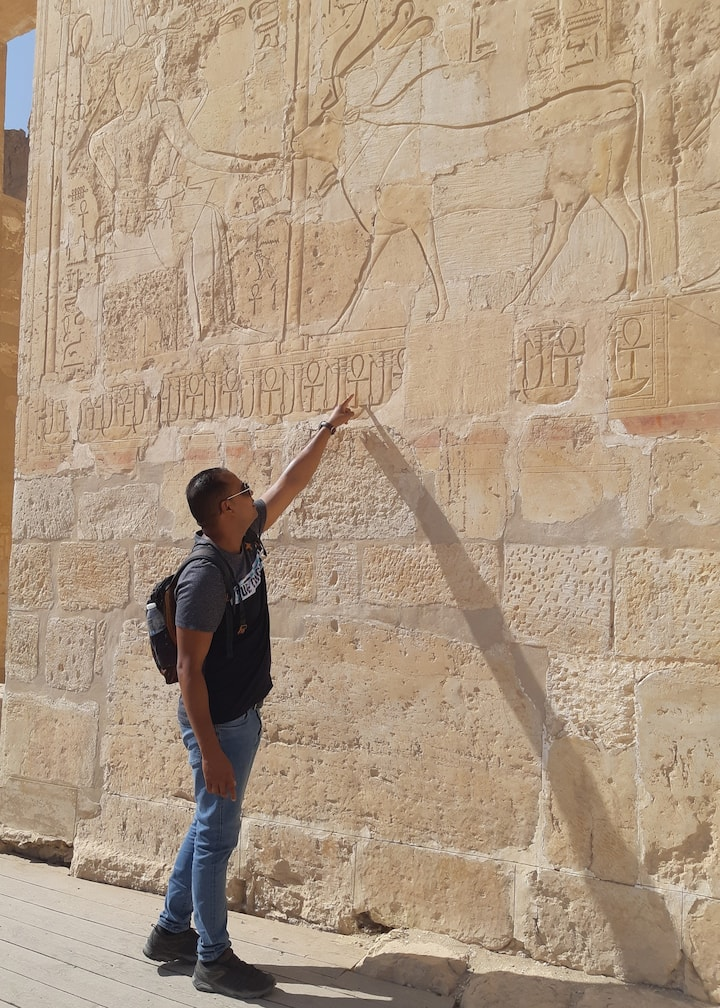 Guide Saber in the temple of Hatshepsut