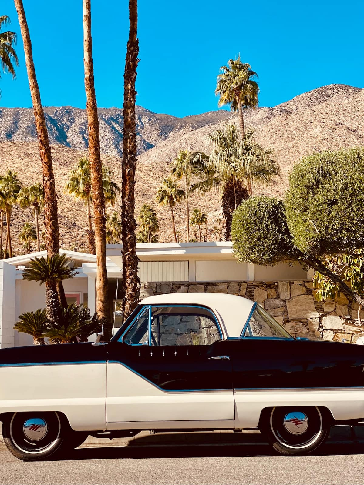 50's car in front of Palm Springs house
