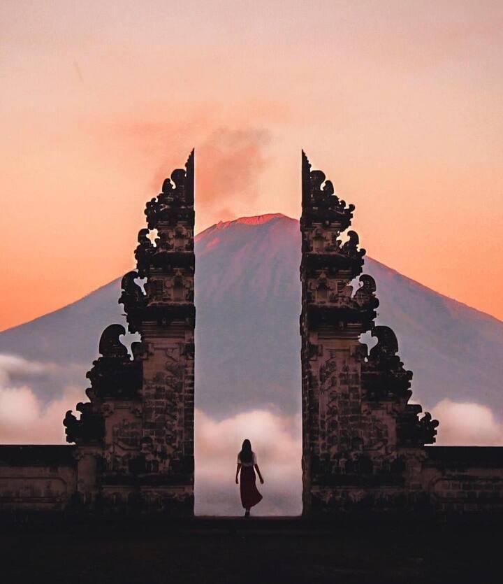 The gate of heaven lempuyang