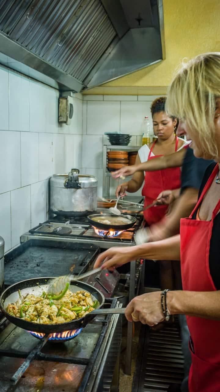 Vas a cocinar platos típicos cubanos.