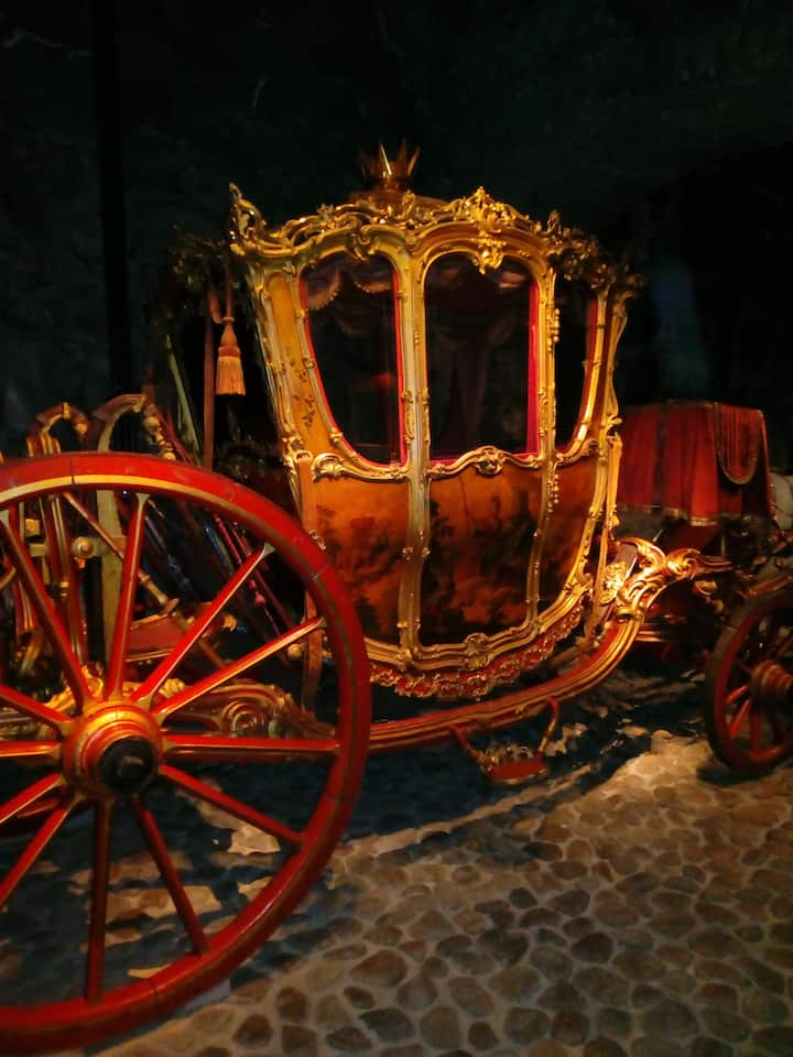 See 17th Century Royal Carriages
