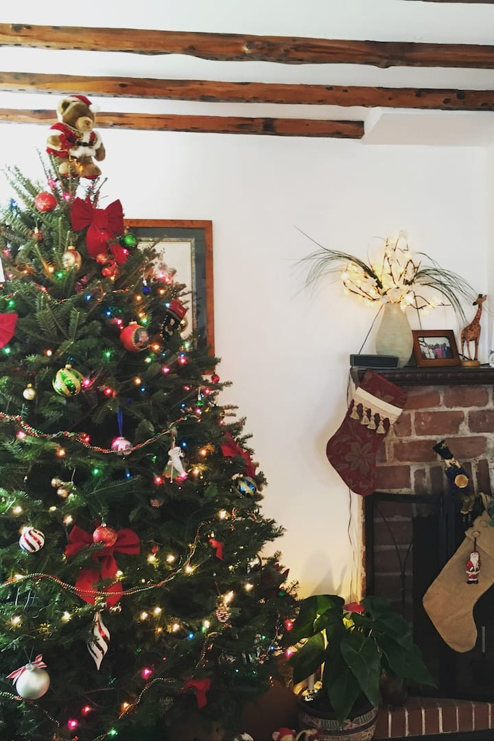 Old Bermuda homes dressed up 4 Christmas