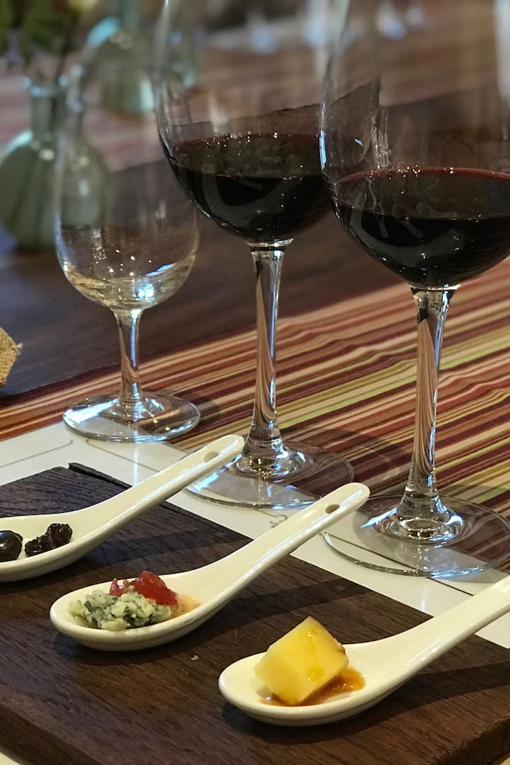 Try the most amazing wine tasting ever !