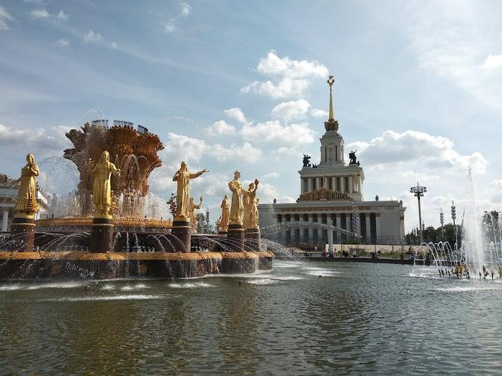 Главный павильон и фонтан Дружба Народов
