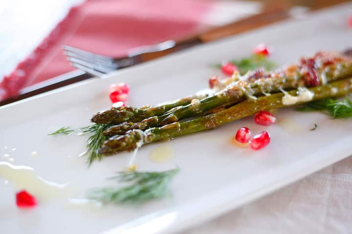 Asparagus with pomegranate & dill