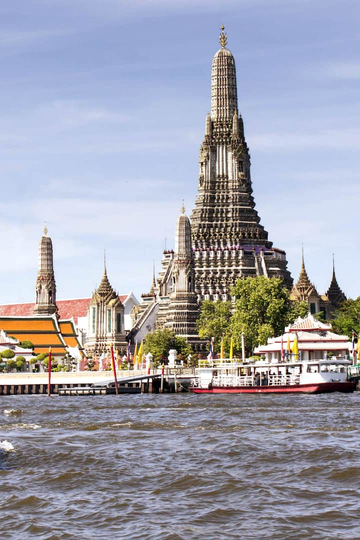 Temple of Dawn near Chao Phraya river