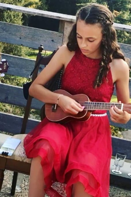 Ukulele With a Local-Beginners Welcome