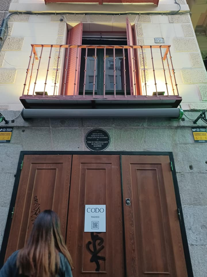 Madrid's smallest business building