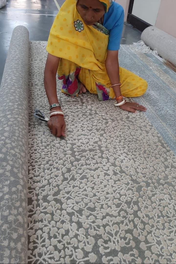 Finishing hand made rug