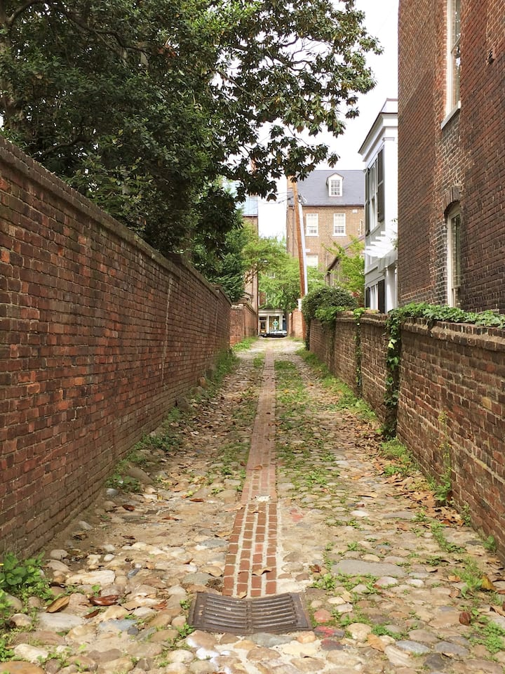 Wales Alley dates to 1774