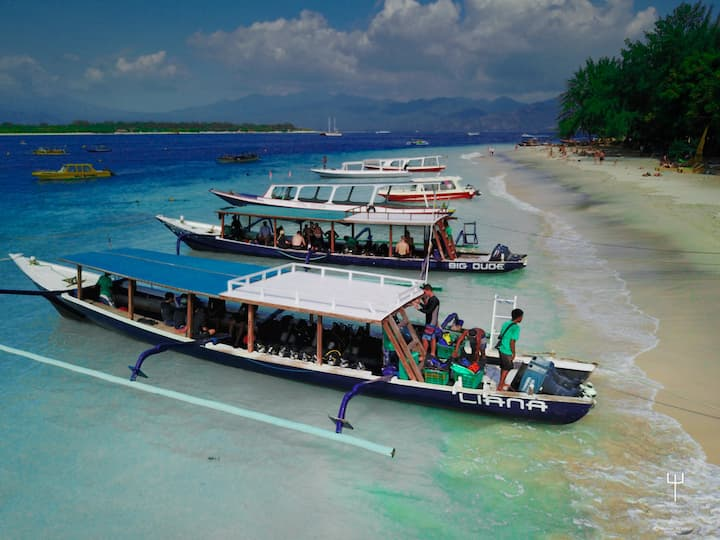 4 fully equipped dive boats