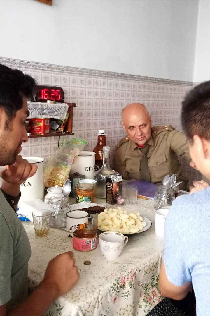 Talk during a typical Soviet lunch