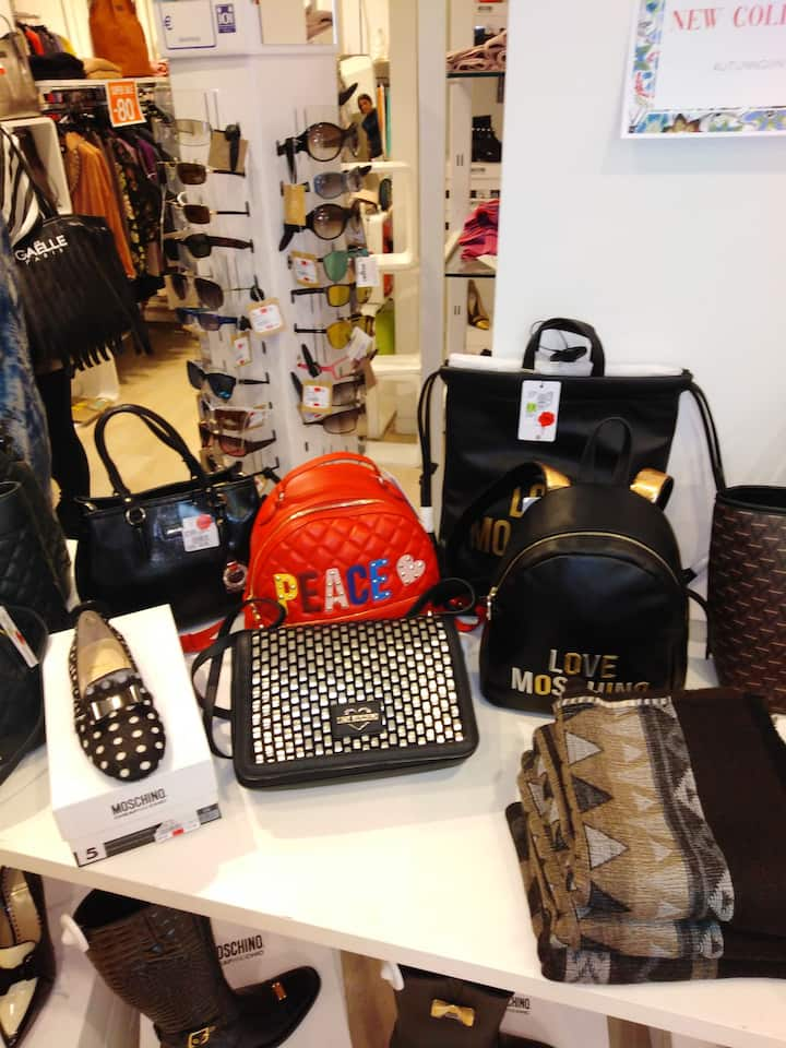 DESIGNER OUTLET  Bags-Shoes Accessories