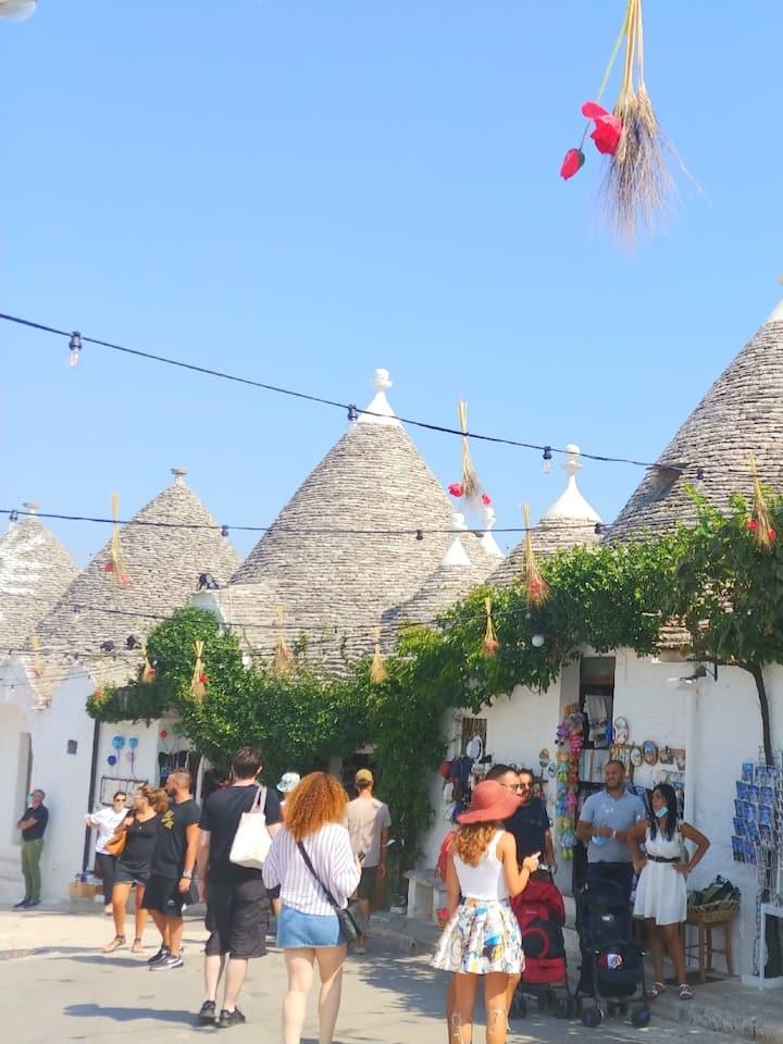 trulli & souvenir shops