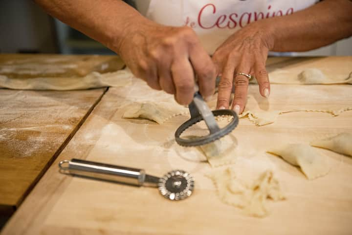 "Explaining how to make ""Tortelli"""