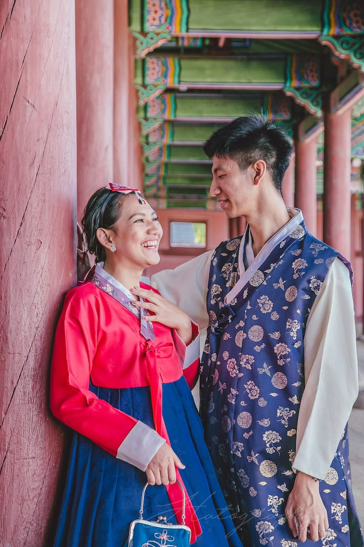Couple in Hanbok
