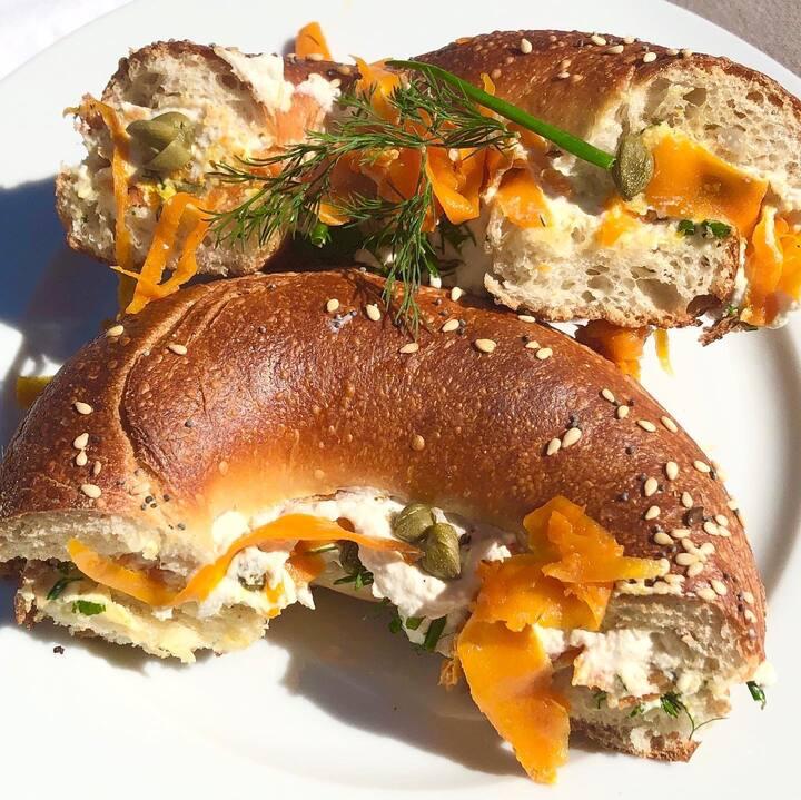vegan smoked salmon & cream cheese bagel