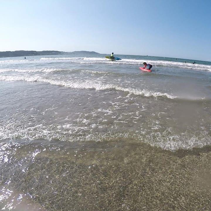 夏が終わると由比ガ浜はこの透明度!